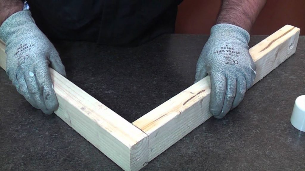 Example of cheaper massage table joint construction